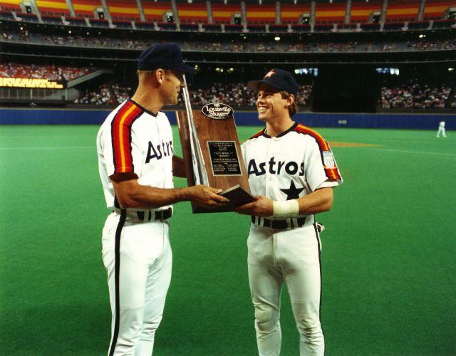 733138319_!MLBSilverSluggerAward-(1989)CraigBiggio.thumb.jpg.52b3dedb63ca2543b872113f58ae1c92.jpg